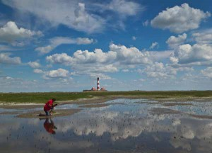 Wolken, Watt und Leuchtturm